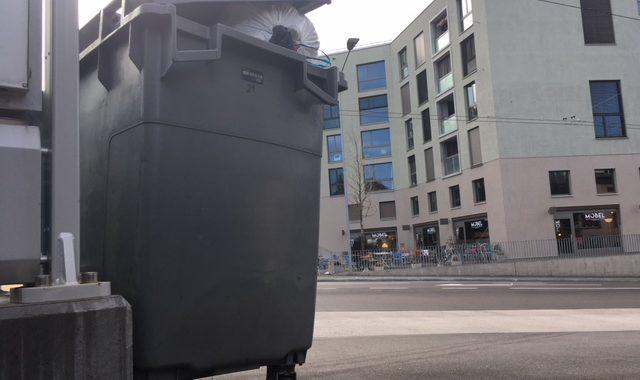 Kronenwiese-Abfall In Containern Der Nachbarn